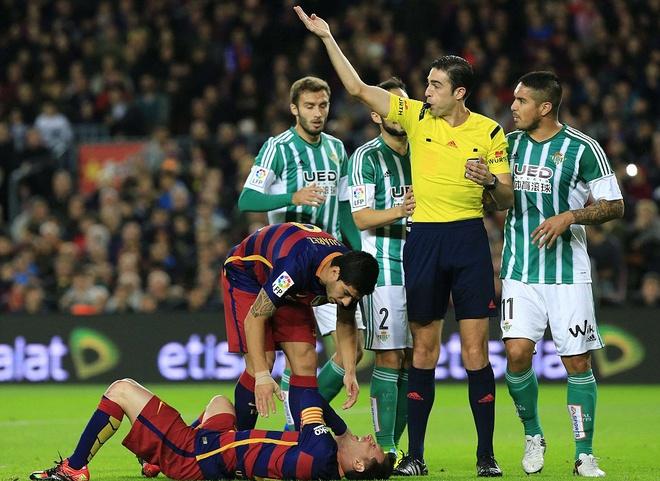 Messi ghi ban o tran thu 500, Barca doi lai ngoi dau tu Real hinh anh 3