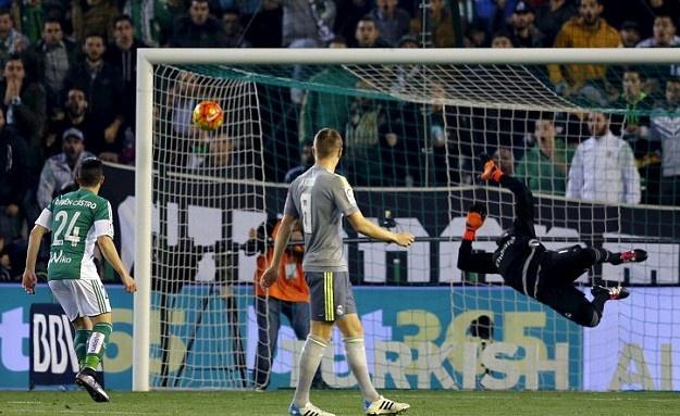 Ronaldo va dong doi kem duyen, Real dut mach thang hinh anh 2