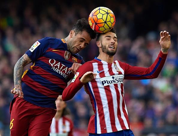 Bi duoi 2 nguoi, Atletico Madrid thua nguoc Barcelona 1-2 hinh anh 11
