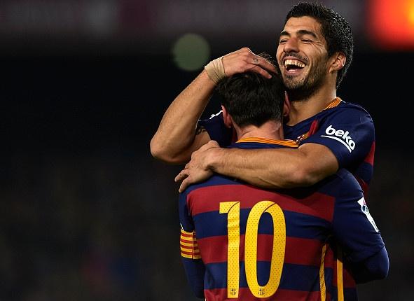 Suarez, Messi thay nhau ghi ban, Barca ha Valencia 7-0 hinh anh