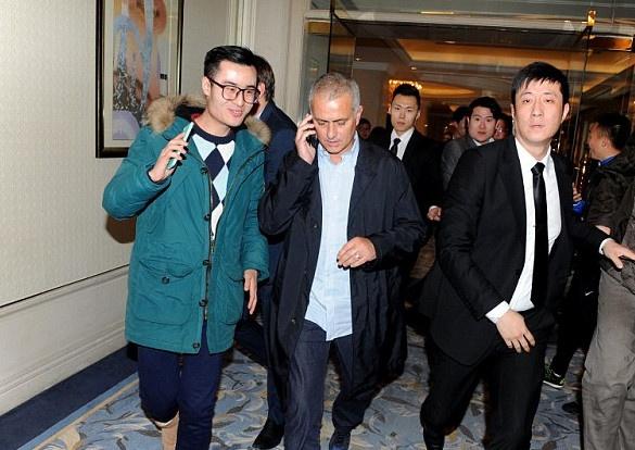 Dai gia Trung Quoc muon vuot MU, gianh Mourinho hinh anh 1