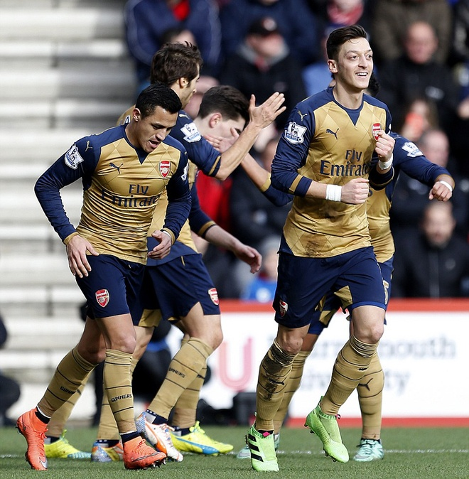 Ha Bournemouth 2-0, Arsenal tro lai duong dua vo dich hinh anh 1