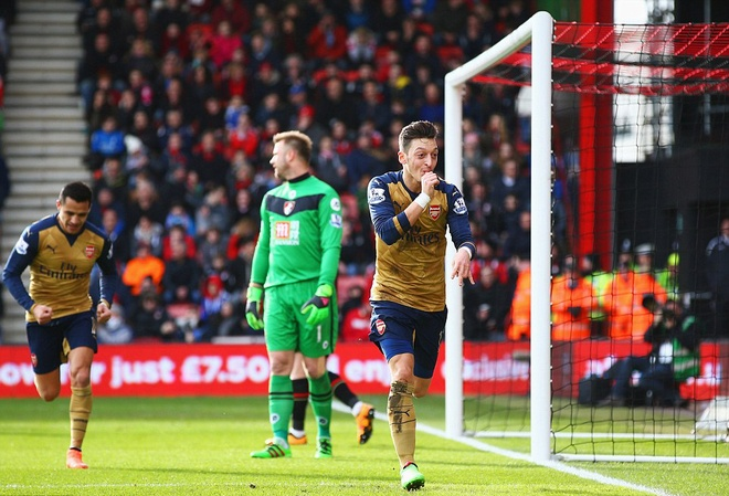 Ha Bournemouth 2-0, Arsenal tro lai duong dua vo dich hinh anh 3