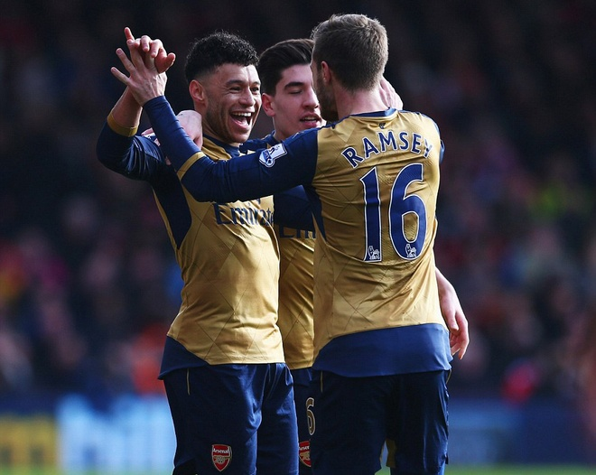 Ha Bournemouth 2-0, Arsenal tro lai duong dua vo dich hinh anh 5