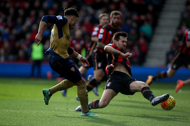 Ha Bournemouth 2-0, Arsenal tro lai duong dua vo dich hinh anh 6