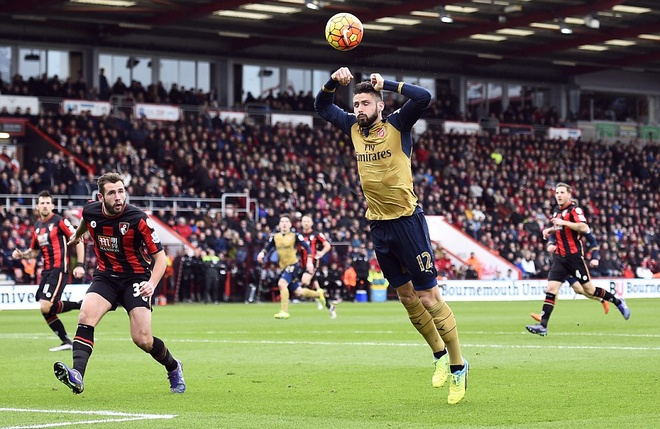 Ha Bournemouth 2-0, Arsenal tro lai duong dua vo dich hinh anh 9