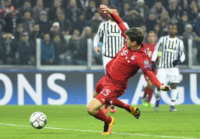Dan truoc 2 ban, Bayern van de Juve cam hoa 2-2 hinh anh 4
