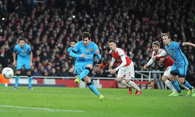 Messi pha dop Petr Cech, giup Barca dat mot chan vao tu ket hinh anh 5