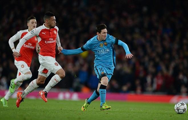 Messi pha dop Petr Cech, giup Barca dat mot chan vao tu ket hinh anh 8