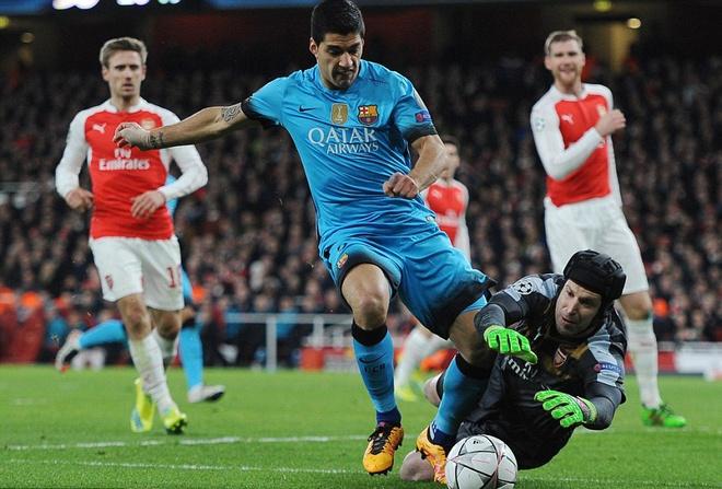 Messi pha dop Petr Cech, giup Barca dat mot chan vao tu ket hinh anh 10