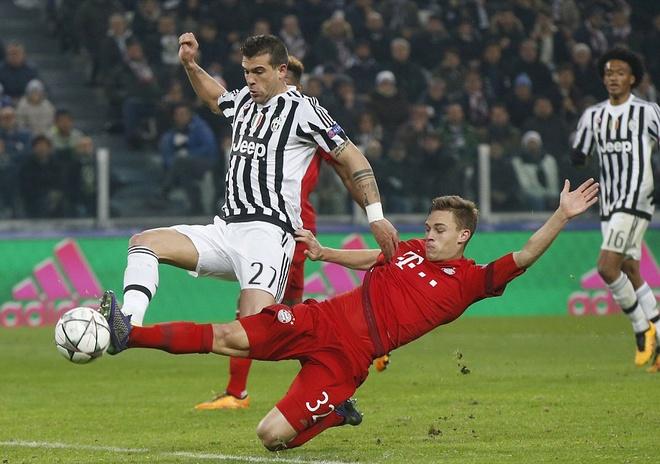 Dan truoc 2 ban, Bayern van de Juve cam hoa 2-2 hinh anh 10
