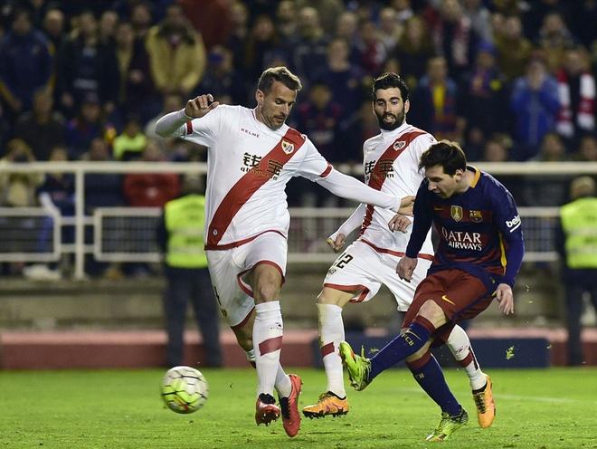 Messi lap hat-trick, Barca vuot ky luc bat bai cua Real hinh anh 6