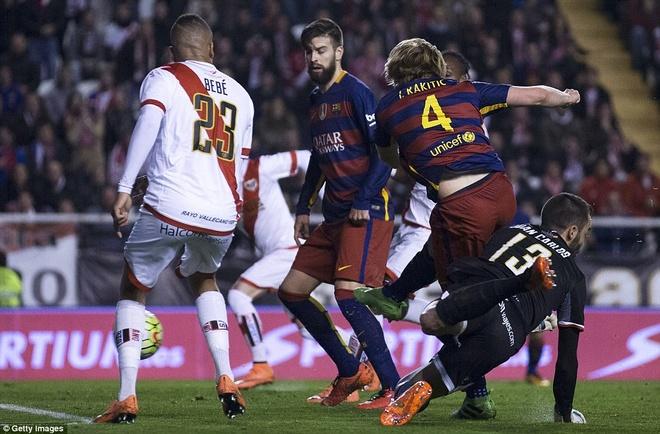 Messi lap hat-trick, Barca vuot ky luc bat bai cua Real hinh anh 8