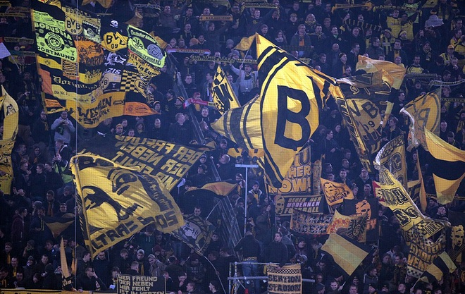 Dortmund thang dam Tottenham nho cu dup cua Reus hinh anh 2