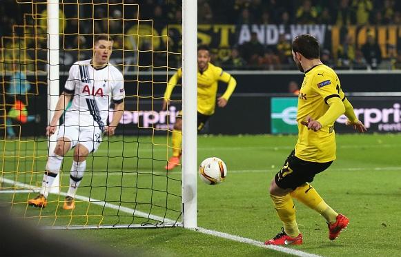 Dortmund thang dam Tottenham nho cu dup cua Reus hinh anh 5