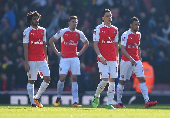 Bi loai khoi FA Cup, Arsenal doi mat mua giai trang tay hinh anh 1