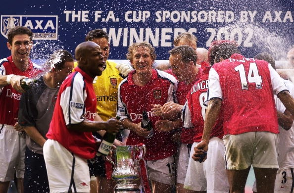 Bi loai khoi FA Cup, Arsenal doi mat mua giai trang tay hinh anh 6