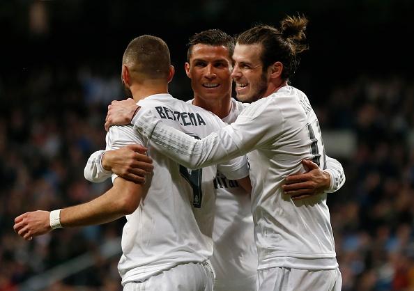 Ronaldo da hong penalty, Real van ha Sevilla 4-0 hinh anh 1