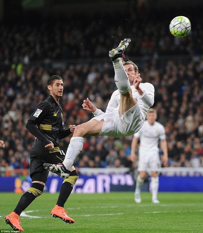 Ronaldo da hong penalty, Real van ha Sevilla 4-0 hinh anh 10