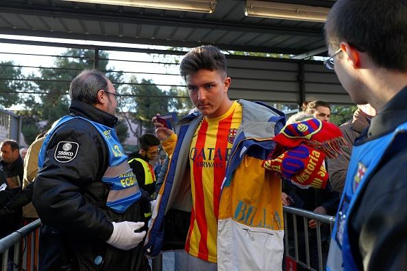 Ramos nhan the do, Real van nguoc dong thang Barca 2-1 hinh anh 11