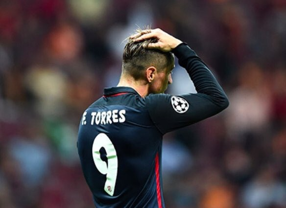 Torres ghi ban va nhan the do, Atletico thua nguoc Barca hinh anh