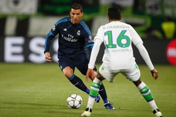 Thua Wolfsburg 0-2, Real doi mat nguy co bi loai hinh anh 11