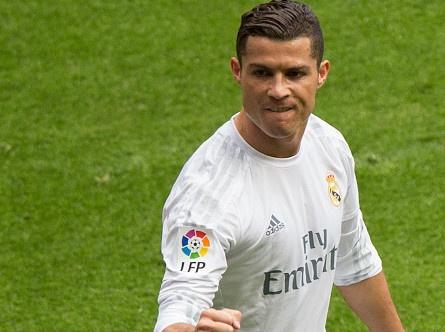 Ronaldo ghi dau giay 3 ban, Real thang dam 4-0 hinh anh