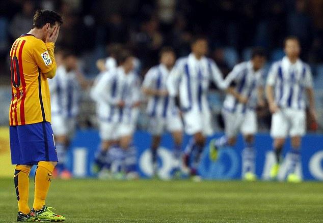 Barca thua Sociedad, co hoi mo ra cho Real, Atletico hinh anh 1