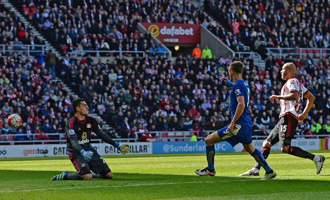 Vardy lap cu dup, Leicester cham mot tay vao chuc vo dich hinh anh 2