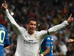 Real 3-0 Wolfsburg: Ronaldo sam vai nguoi hung hinh anh