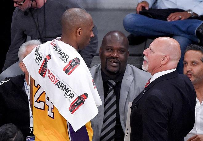 Kobe Bryant ghi 60 diem trong tran chia tay su nghiep hinh anh 11