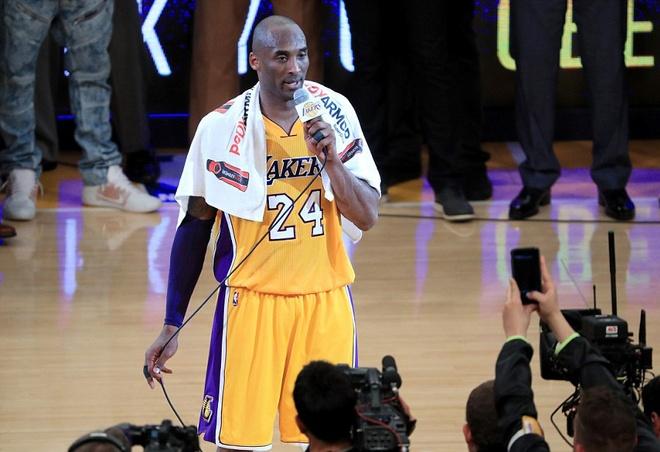 Kobe Bryant ghi 60 diem trong tran chia tay su nghiep hinh anh 15
