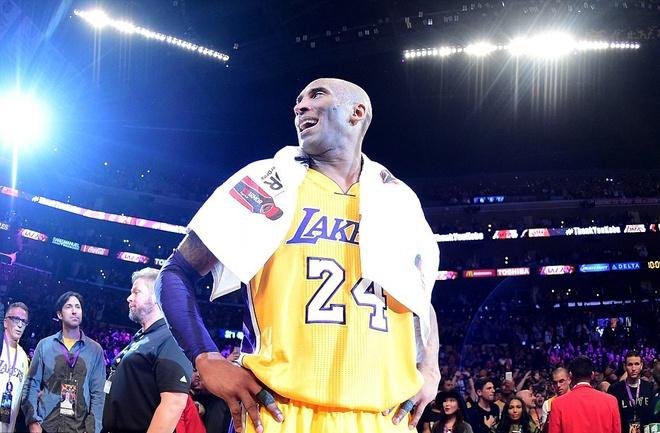 Kobe Bryant ghi 60 diem trong tran chia tay su nghiep hinh anh 1