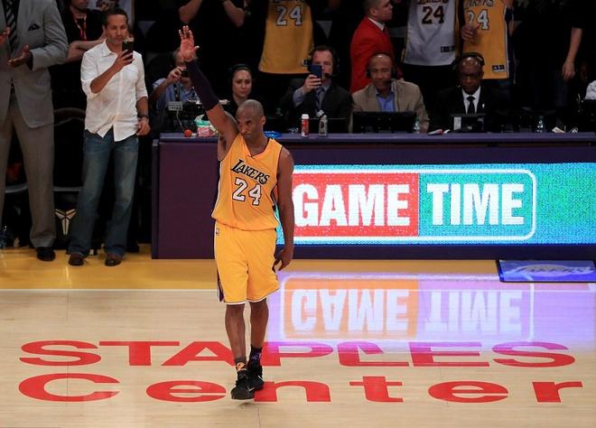 Kobe Bryant ghi 60 diem trong tran chia tay su nghiep hinh anh 2