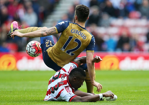 Sunderland vs Arsenal (0-0): Phao thu lo co hoi tro ve top 3 hinh anh 16