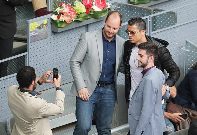 Ronaldo du khan tran dau giua Nadal va tay vot dong huong hinh anh 4
