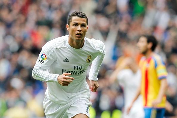 Real vs Valencia (3-2): Ronaldo toa sang voi mot cu dup hinh anh