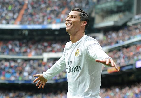 Ronaldo lap cu dup, Real vuot Atletico va bam sat Barca hinh anh