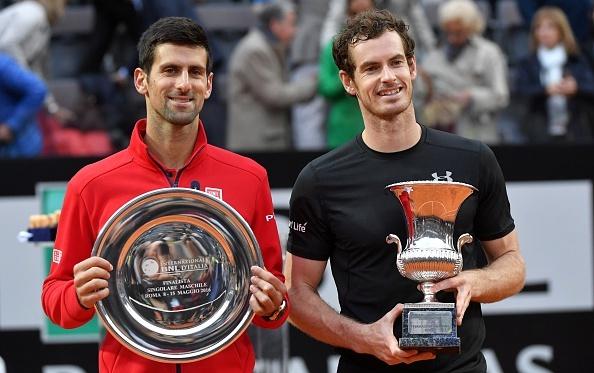 Djokovic chan thuong, mat ngoi vuong vao tay Murray hinh anh