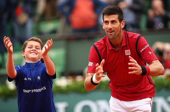 Djokovic mat 2 ngay de nguoc dong vao tu ket Roland Garros hinh anh