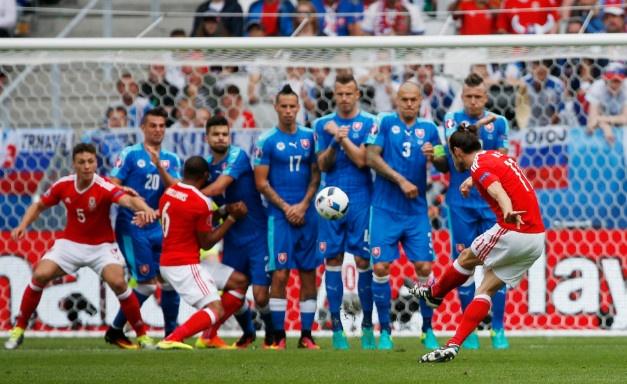Wales vs Slovakia (2-1): Bale ghi ban thang lich su hinh anh 21