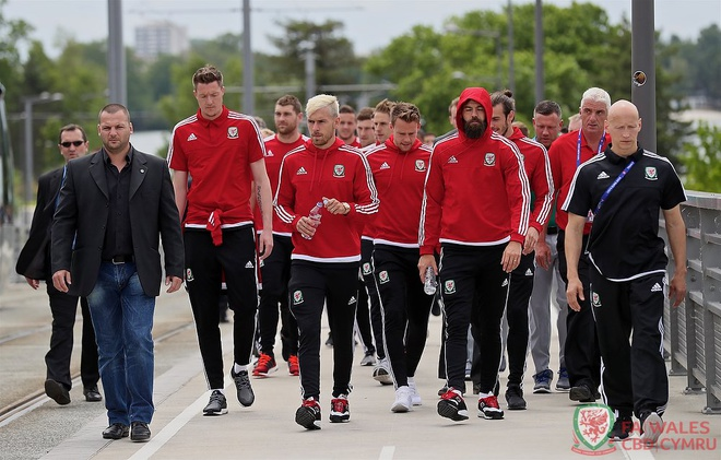 Wales vs Slovakia (2-1): Bale ghi ban thang lich su hinh anh 5