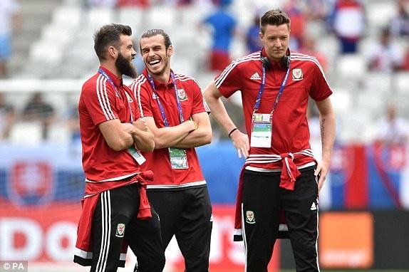 Wales vs Slovakia (2-1): Bale ghi ban thang lich su hinh anh 7