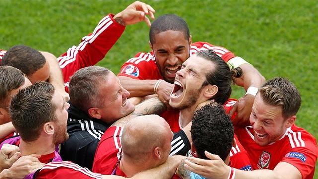 Wales vs Slovakia (2-1): Bale ghi ban thang lich su hinh anh