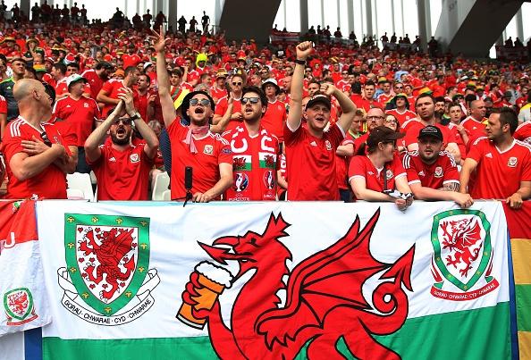 Wales vs Slovakia (2-1): Bale ghi ban thang lich su hinh anh 24