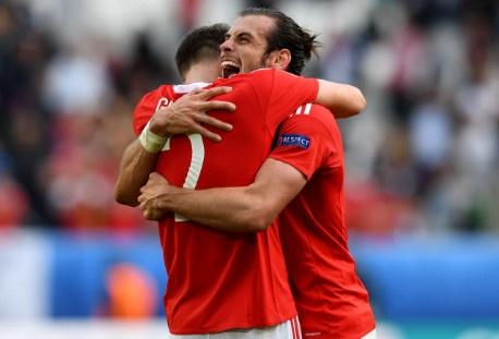 Bale toa sang giup xu Wales gianh chien thang lich su hinh anh