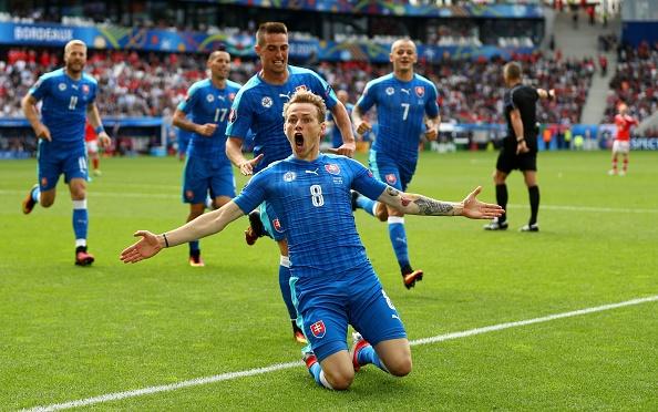 Wales vs Slovakia (2-1): Bale ghi ban thang lich su hinh anh 25