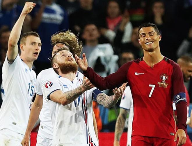 Ronaldo bat luc nhin Iceland an mung nhu vo dich Euro hinh anh