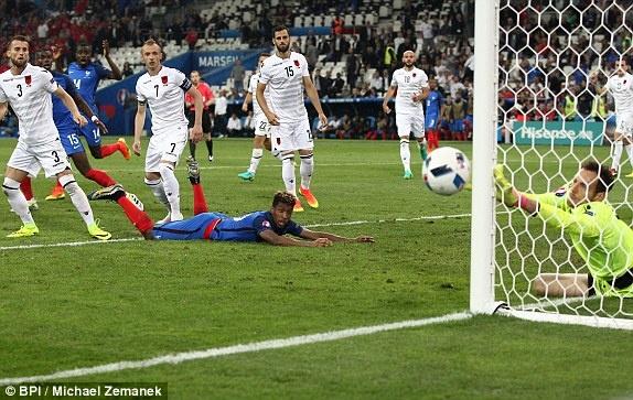 Phap vs Albania (2-0): Tiec ban thang muon hinh anh 19