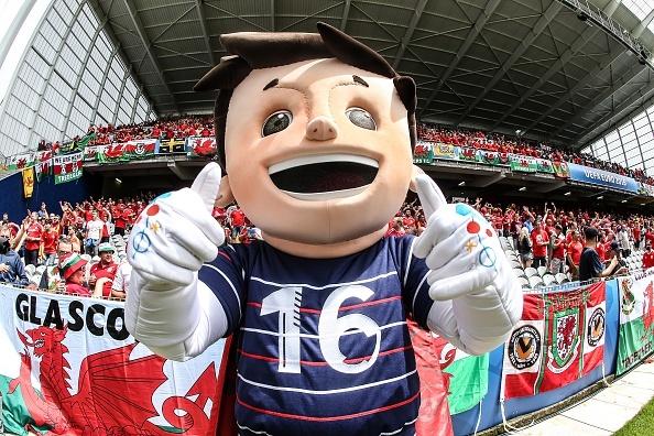 Thang Wales 2-1 phut bu gio, Anh doc chiem ngoi dau hinh anh 12